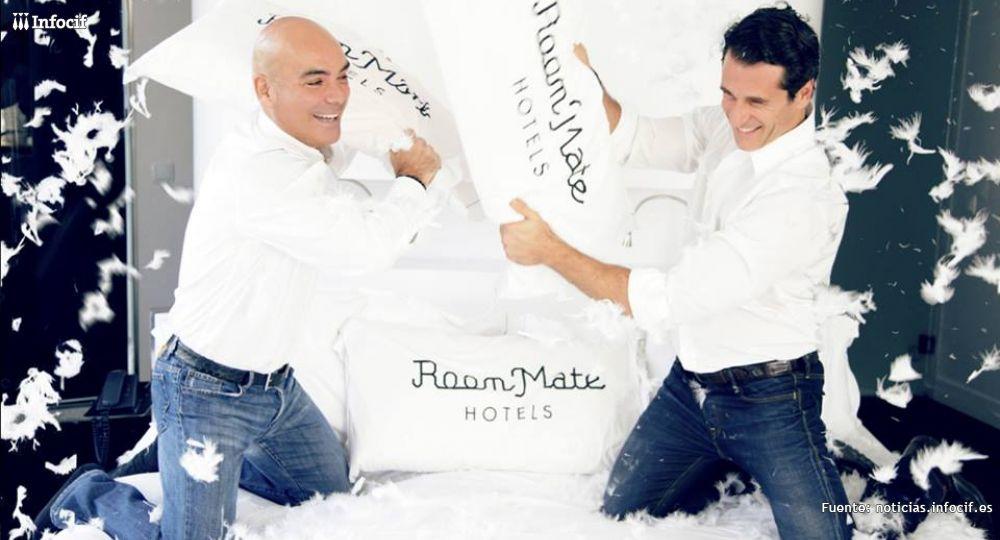 Kike Sarasola (izq) fundador de Room Mate
