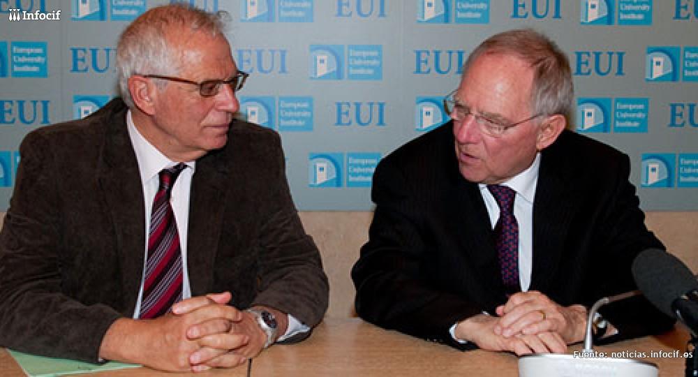 Josep Borrell ex presidente del Parlamento Europeo (izq), Wolfgang Schäuble, ministro de Finanzas alemán (dcha)