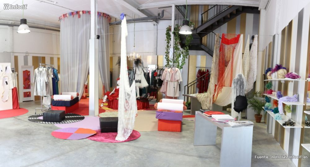 María Bordallo compagina la producción de sus colecciones prêt à porter con el trabajo de su taller de confección a medida