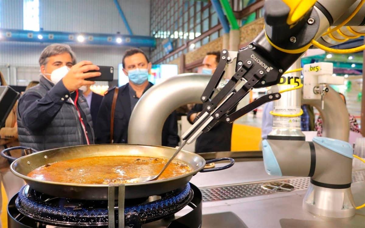 La primera paella creada por un robot (EFE/ Daniel Luque)