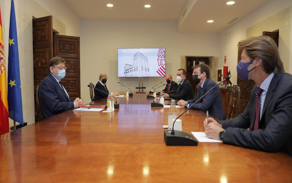 Reunión del presidente de la Generalitat, Ximo Puig, con representantes de la farmacéutica Janssen.