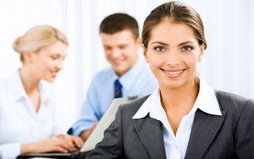 Mujer emprendedora en la oficina