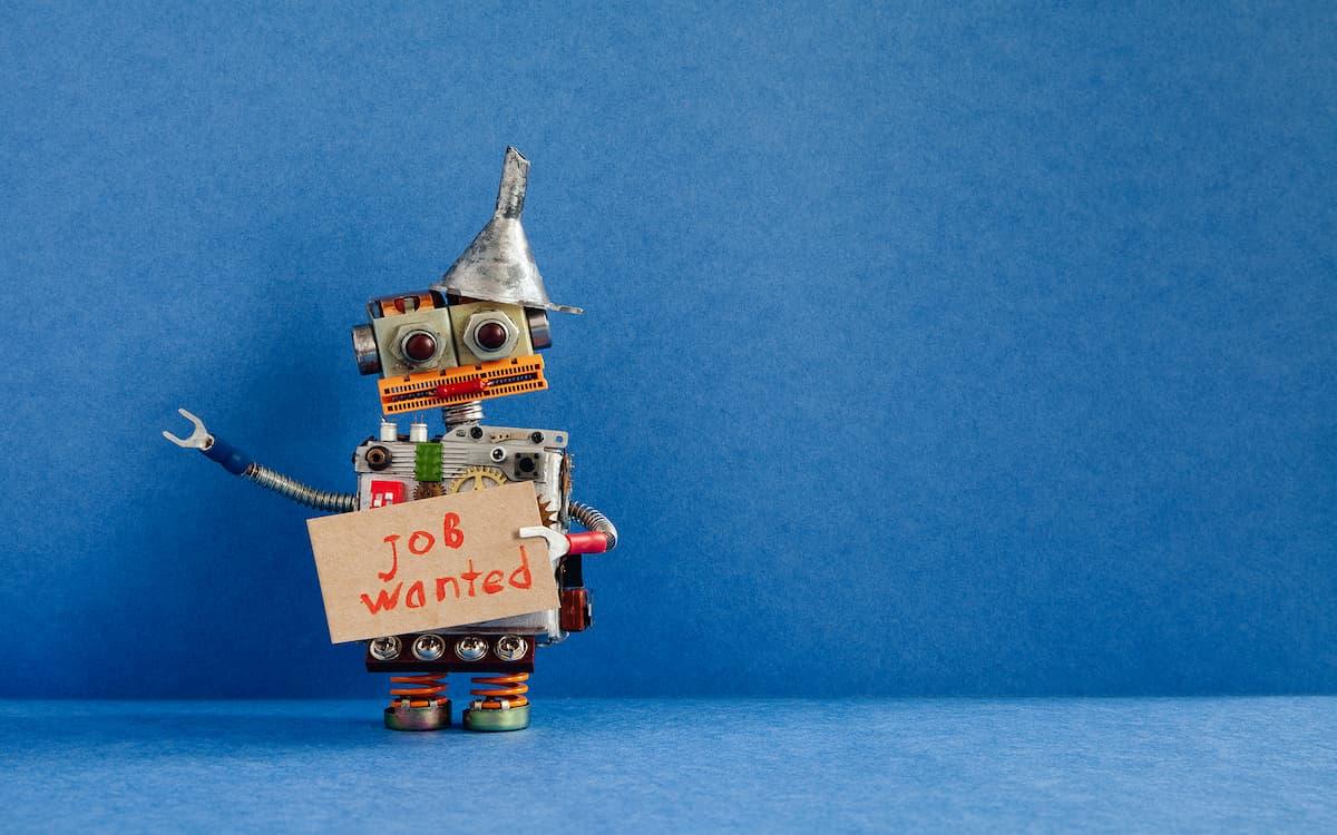 Robot con cartel de buscar trabajo