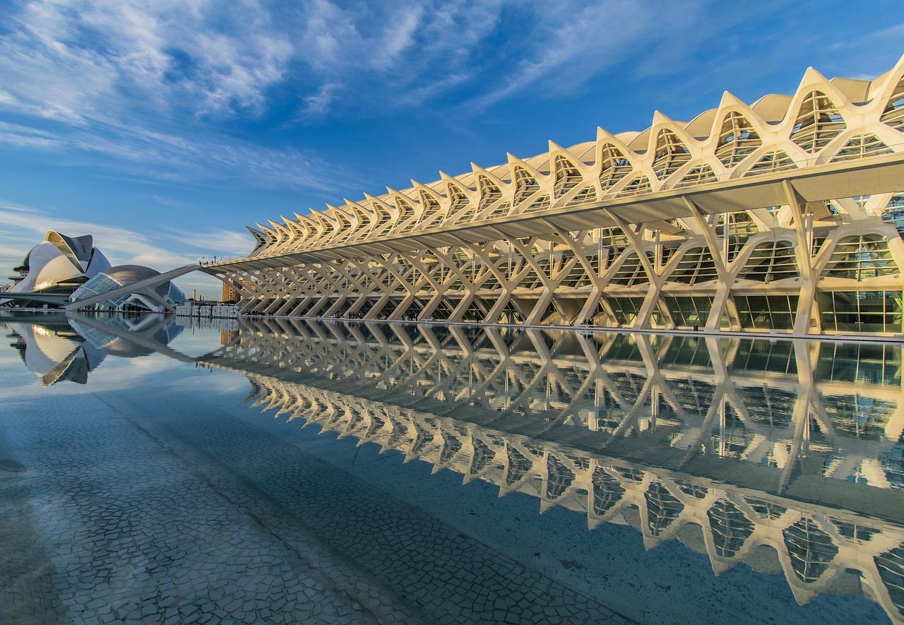 Ciudad de las Artes y las Ciencias de València (Imagen de Dimitrina Rumenova Kolarova en Pixabay)