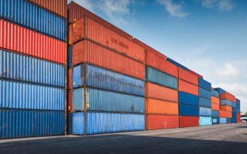 Contenedores en el puerto. Inversión extranjera.