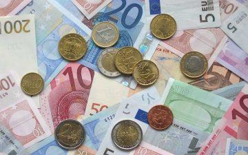Dinero en efectivo (Imagen de janeb13 en Pixabay)