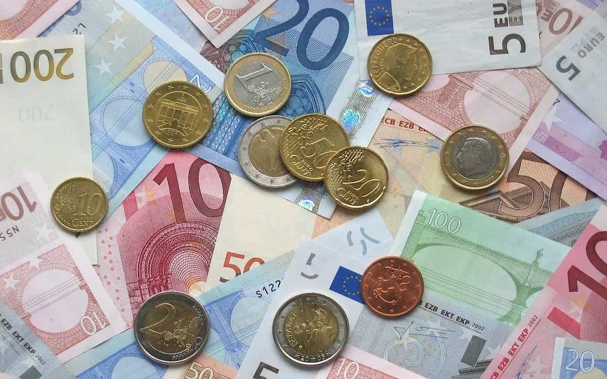 Dinero (Imagen de janeb13 en Pixabay)
