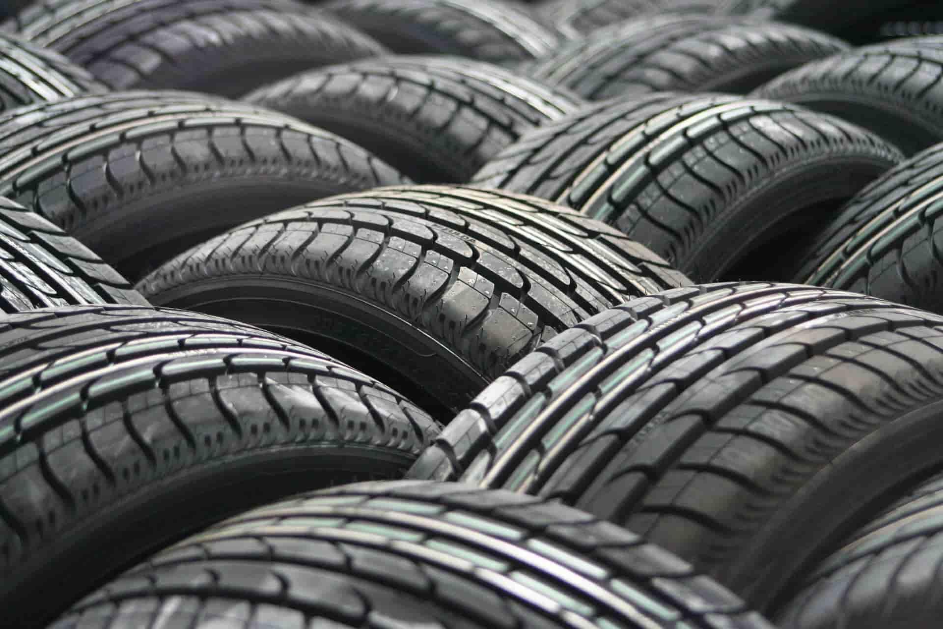 Montón de neumáticos