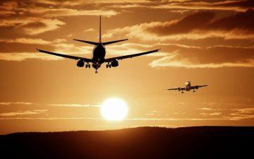 Avión. Volar. Viajar. (Imagen de ThePixelman en Pixabay)