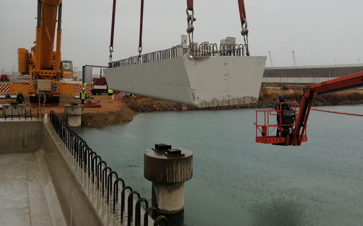Puente sobre el canal de Iberdrola del puerto de Castelló