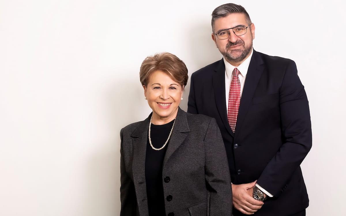 La presidenta y el director general de Velarte