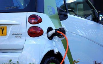 Vehículo eléctrico. Coche eléctrico. Recarga. (Imagen de Mikes-Photography en Pixabay)