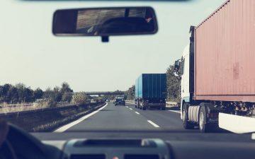 Autopista. Camiones. (Imagen de Markus Spiske en Pixabay)