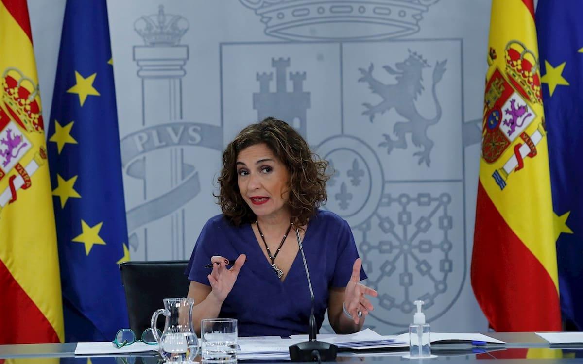 El Gobierno estudia modelos de pago en las carreteras. En la imagen, la portavoz del Gobierno, María Jesús Montero.