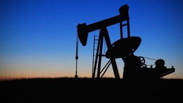 Planta de petróleo (Imagen de drpepperscott230 en Pixabay)