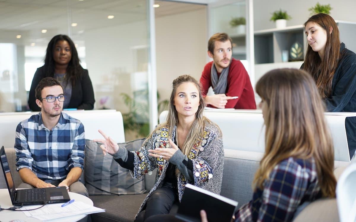 Bandera arcoíris en el trabajo: la condición LGTBQI en la empresa