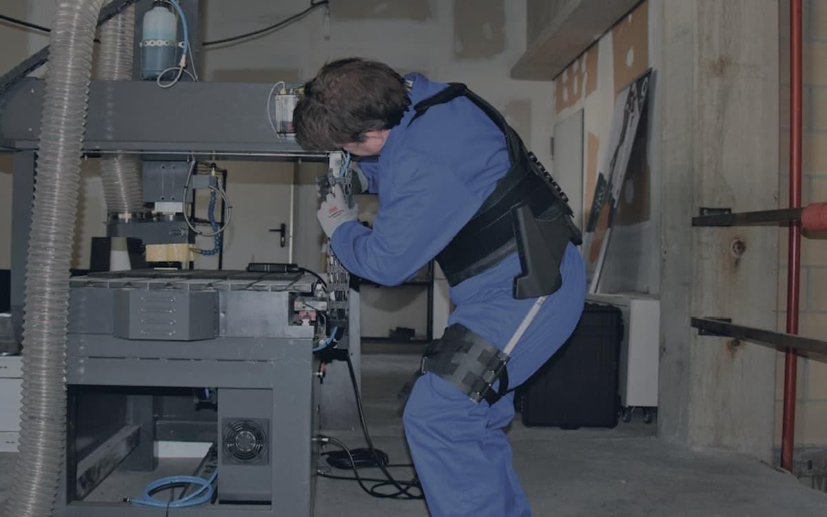 Exosoft, exoesqueletos para operarios