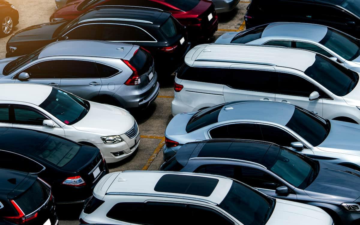 La falta de stock y la confusión lastran las ventas de coches