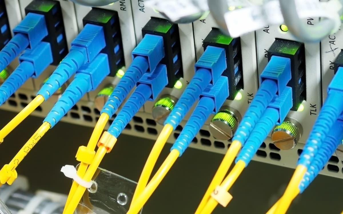 Fibra óptica. Telecomunicaciones.