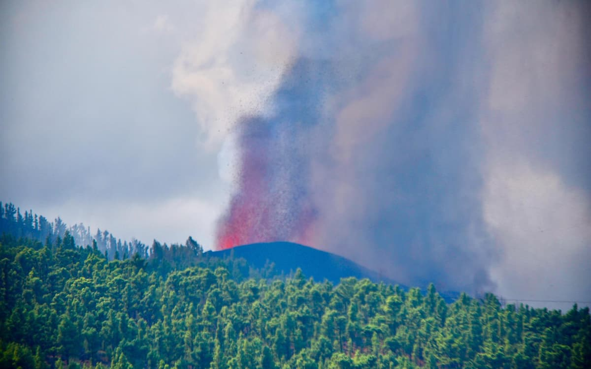 Erupción volcánica en La Palma. Volcán. (EFE/Miguel Calero)