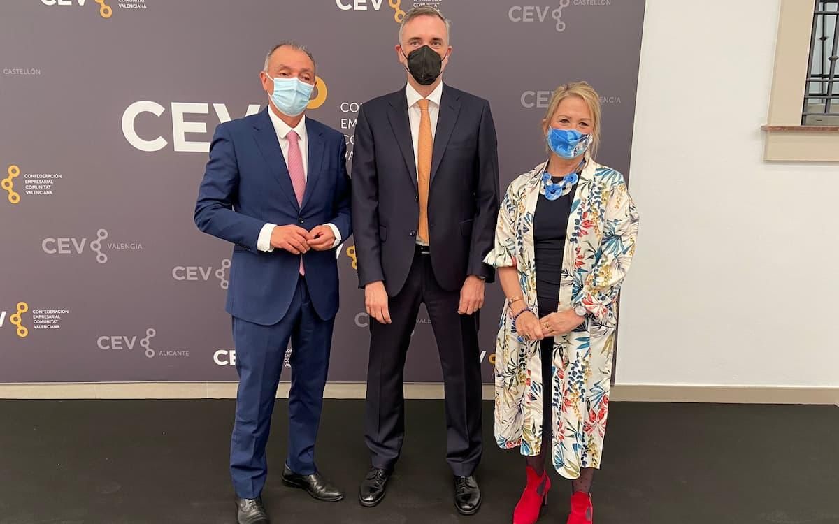Empresarios y eurodiputados valencianos 'saltan' en defensa de la cerámica
