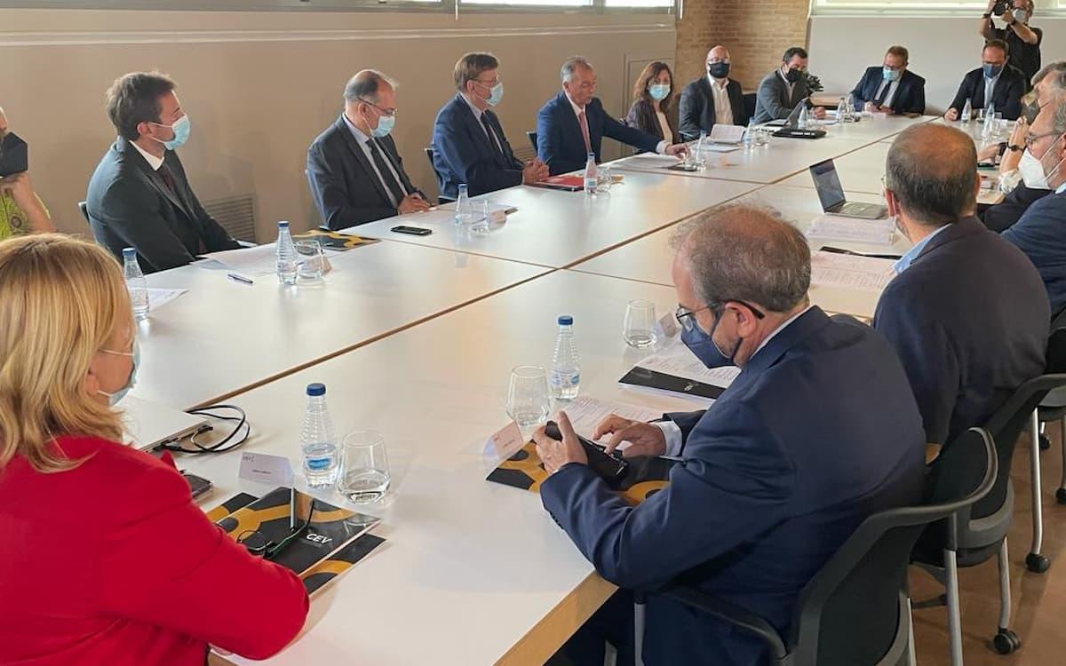 Reunión de los empresarios valencianos con el 'president' y el representante de la CE