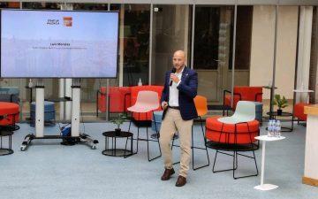 Presentacion Manifiesto sobre Movilidad Sostenible. Luis Morales, public projects relations de Connected Mobility HUB