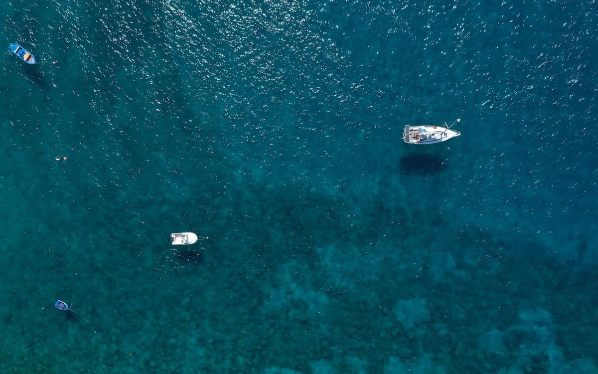 Mar. Barcos. Océano.