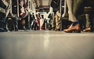 Zapatos. Zapatillas. Autobus. Vuelta a la oficina.